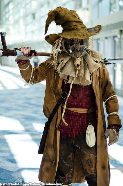 awesome scarecrow- great Halloween costume idea!