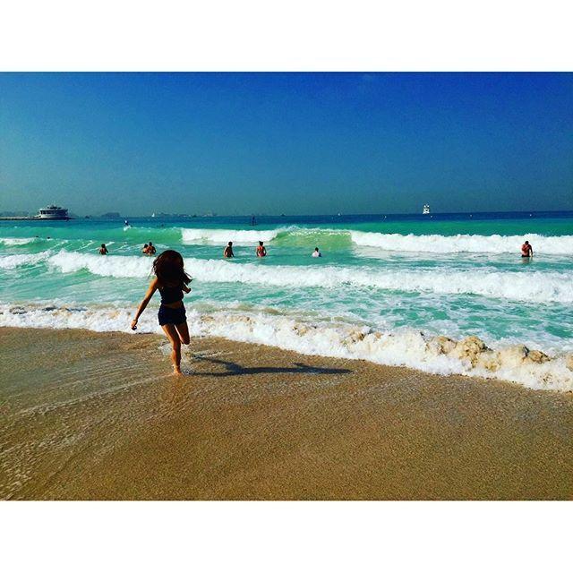 【mishtravel_beach】さんのInstagramをピンしています。 《Jumeirah Beach. Exploring🐠☀️ 大好きなドバイの海。 あんな大都会なのに透明度の高い海🏄サイコウ。 . #ビーチ #旅行 #海外 #旅 #海 #ビキニ #水着 #ドバイ #アラブ首長国連邦 #中東 #uae #unitedarabemirates #trip #mytravel #beach #bikini #japanese #surf #sunny #vacances》