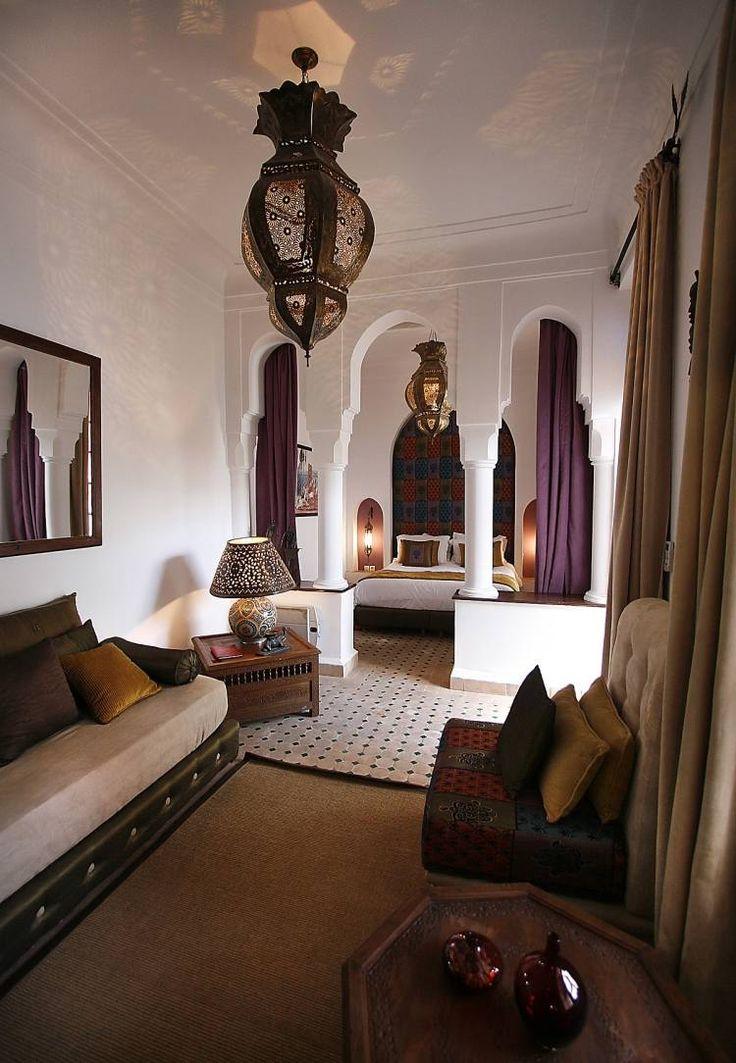 Schlafzimmer Mit Typisch Orientalischen Bogen Und Lampen