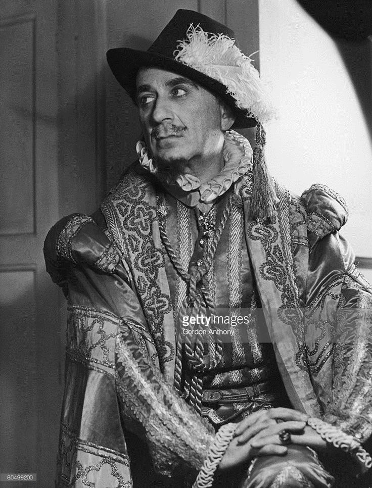 American born Shakespearean actor Ernest Milton (1890 - 1974) as the King of France in a production of 'All's Well That Ends Well' at the Vaudeville Theatre, London, 1940.