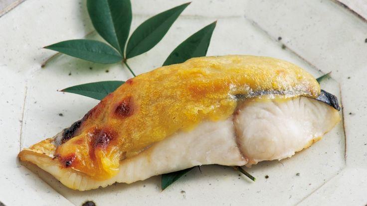 大原 千鶴さんのさわらを使った「さわらのゆずみそ焼き」のレシピページです。旬の食材にゆずみそを合わせて、しみじみとした味わいに。 材料: さわら、ゆずみそ、塩