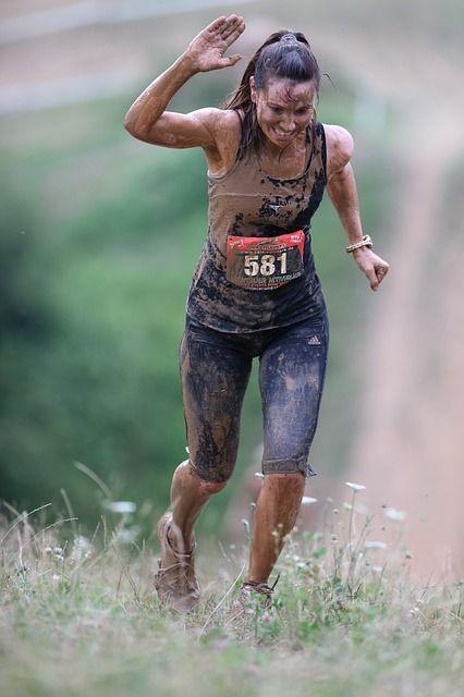 Der Tough Mudder ist der weltweit beliebteste Hindernislauf. Welches Equipiment benötigst du dafür? Was erwartet dich? wie bereitest du dich darauf vor? Lies den Artikel und erfahre mehr.