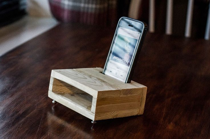 iPhone wooden acoustic amplifier