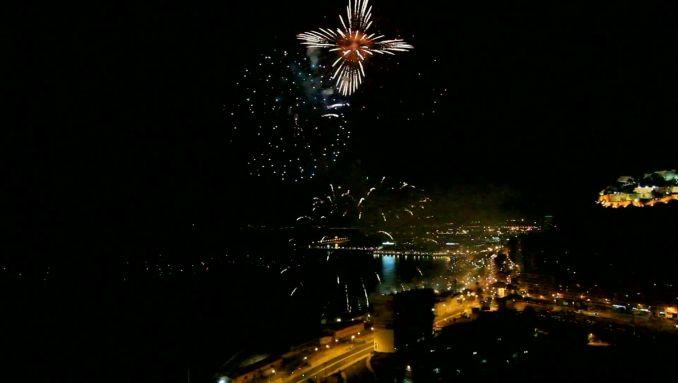 Do you like #fireworks? ;) #cityinnight #stockvideo #roaltyfree https://www.vpuzzler.com/en/video/fireworks-show-P121529/