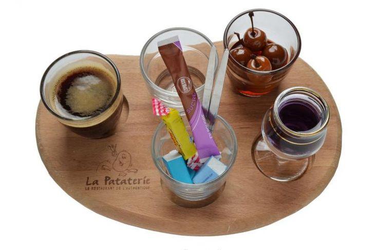 Le Café Lulu : Un café + un verre de cerise à l'eau de vie + un verre d 'alcool (1cl) au choix*.