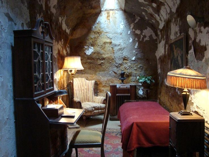 Al Capone's cell via Aprile Elcich