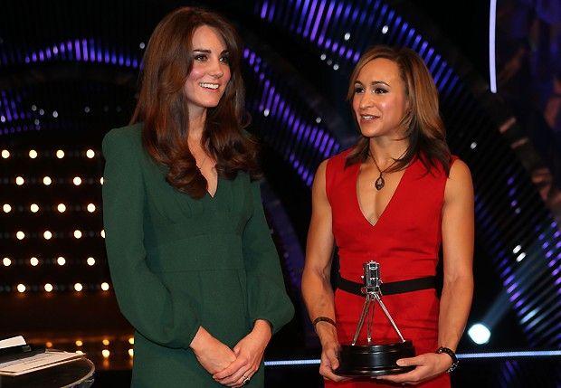 Kate e a tleta britânica  Jessica Ennis (Foto: AP)