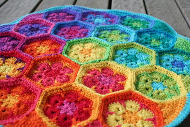 African flower crochet: Apples Nachos, Flowers Crochet, Slices Apples, Rainbows Colors, Africans Flowers, Afghans Crochet, African Flowers, Flowers Cushions, Crochet Knits