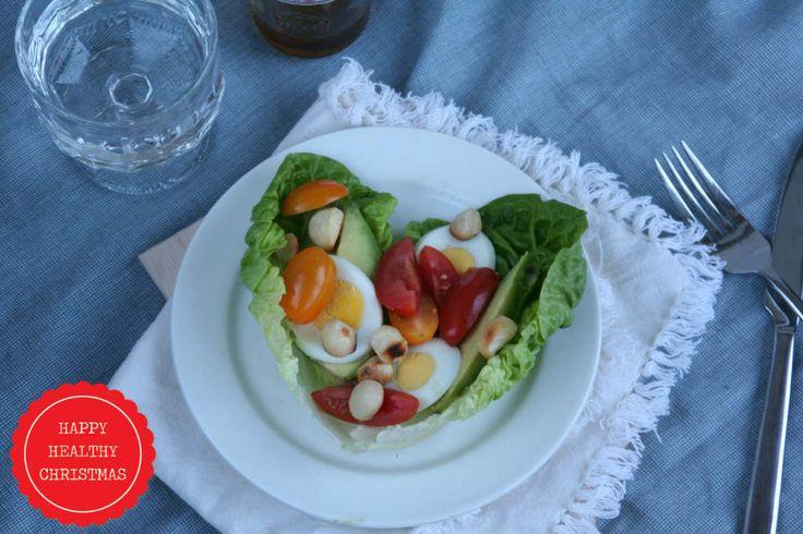 Een lekkere gezonde lunch. Een salade in baby romaine bladeren. Recept www.lekkeretenmetlinda.nl