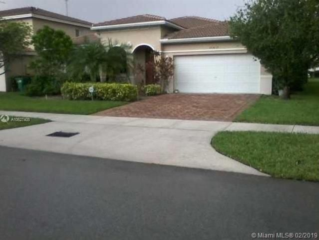 20433 Nw 8th Ave Florida Real Estate Dark Wood Kitchen Cabinets Florida Living