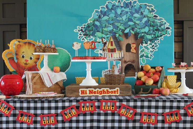 If your little one loves Daniel Tiger, let Jenny Dixon show you how to put together a fantastic fall-time Daniel Tiger party worth roaring for!