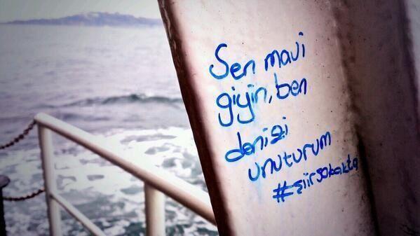 Sen mavi giyin ben Deniz'i unuturum. #şiirsokakta