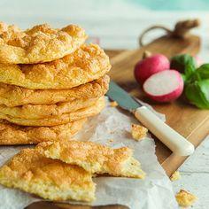 Cloud bread er et lavkarbobrød nesten uten karbohydrater, glutenfritt og lite kalorier som du lager av kun tre ingredienser – helt uten heving!