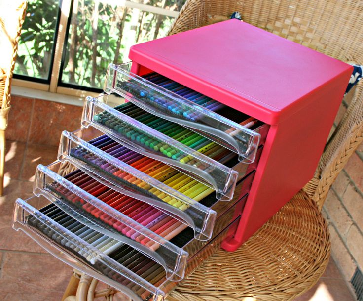 Bought this stationery organiser yesterday and it's perfect for all of my coloured pencils!