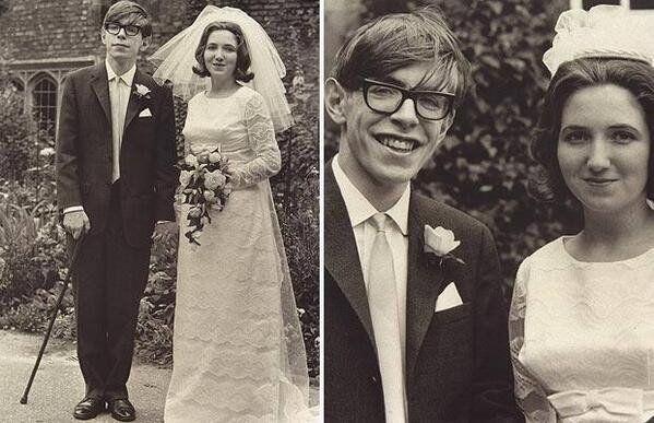 Stephen Hawking com sua esposa, Jane Wilde, antes de se agravarem os sintomas da esclerose lateral amiotrófica (ELA), uma rara doença degenerativa que paralisou seus músculos e o pôs em uma cadeira de rodas.