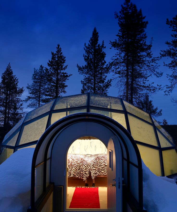 Glass Igloos Northern Lights Kakslauttanen Resort | At Kakslauttanen Arctic Resort in Finland, you can stay in a glass igloo where you can see the Northern Lights from the coziness of your bed. #refinery29 http://www.refinery29.com/2016/09/124961/glass-igloos-northern-lights-view
