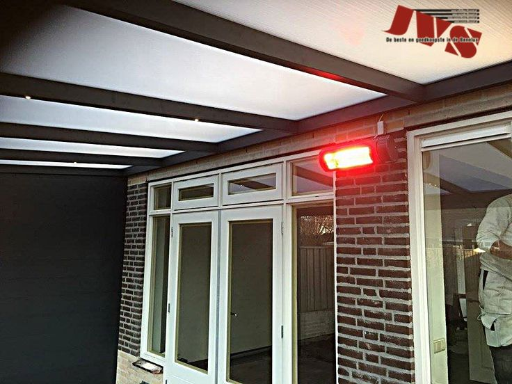 Overkapping geplaatst in Boxtel. #veranda #veranda's #schuifpui #pui #glaswand #spiekozijnen #spiekozijn #glazenschuifwand #zijwand #voorwand #homedecor #home #gardering #overkapping