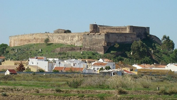 CASTRO MARIM CASTLE - Built in the thirteenth century by King Afonso III, Castro Marim Castle sits on a high hilltop overlooking the mouth of the Guardiana river. It is considered by scholars as one of the most significant monuments of medieval Portuguese in the region.  http://bit.ly/I4PvTU