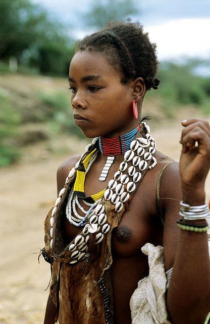 Zulu Nude Womans Ass 10