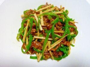 楽天が運営する楽天レシピ。ユーザーさんが投稿した「チンジャオロース(青椒肉絲)」のレシピページです。筍を茹でた時につくります。レシピID:1980005346を使用。筍のないときはじゃがいもで代用します。。チンジャオロース。牛肉 or 豚肉薄切り,筍,ピーマン,長ねぎ,ショウガ,サラダ油,【肉下味】,酒,しょう油,片栗粉