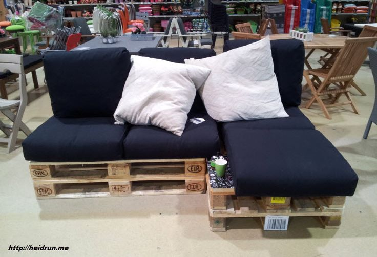 Use pallets to make an outdoor couch!