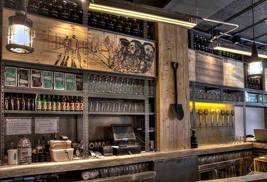 Marzua: DissenyaDos da forma a Garage Beer Co., una fábrica de cerveza artesanal instalada en un garaje