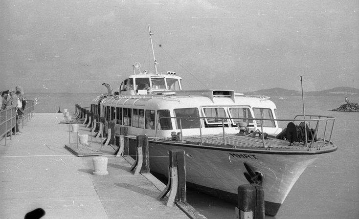 évszám: 1961 orig: NAGY GYULA BADACSONY BALATON vízibusz a kikötőben.