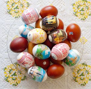 just as the egg was empty so was Jesus tomb because Jesus rose again,   because Jesus rose again we have the promise of a new life forever with Him if only we believe http://www.mssscrafts.com/devotions/easter.htm