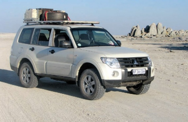 Rob Humphry's '08 Pajero GLX DiD at Kubu Island en route to the Central Kalahari Game Reserve.