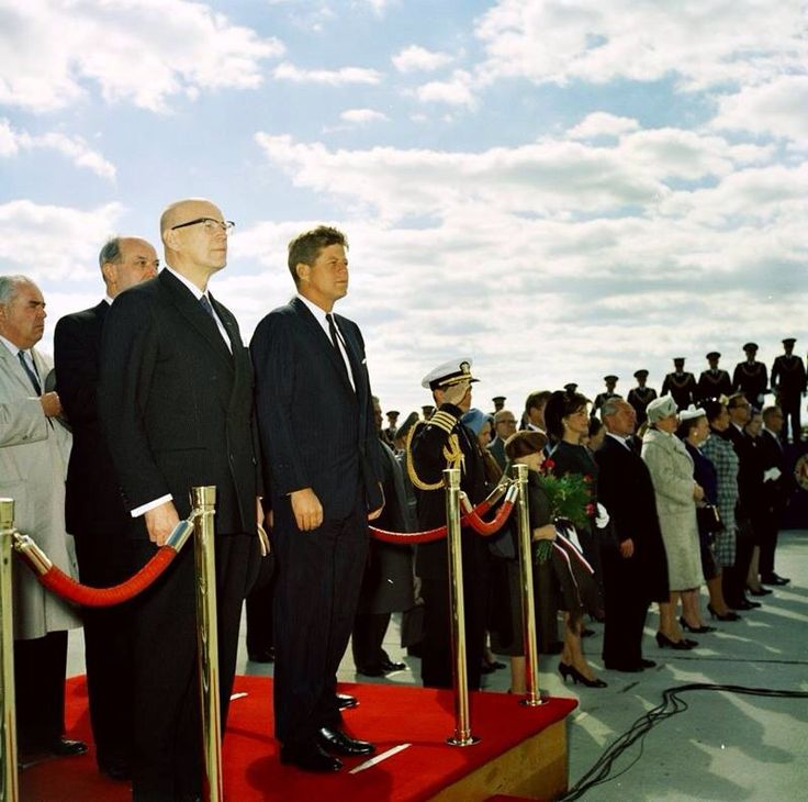 1961. 16 Octobre. Accueil du président finlandais Urho Kekkonen. Jfk. Andrews AFB