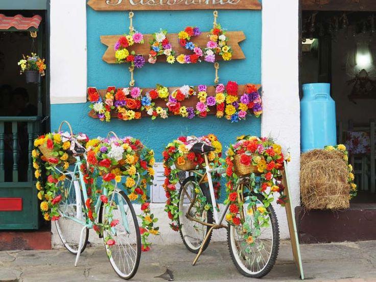 9. Restaurante Casa Vecchia, donde ponen un par de bicicletas con flores en la fachada para llamar la atención de los comensales.