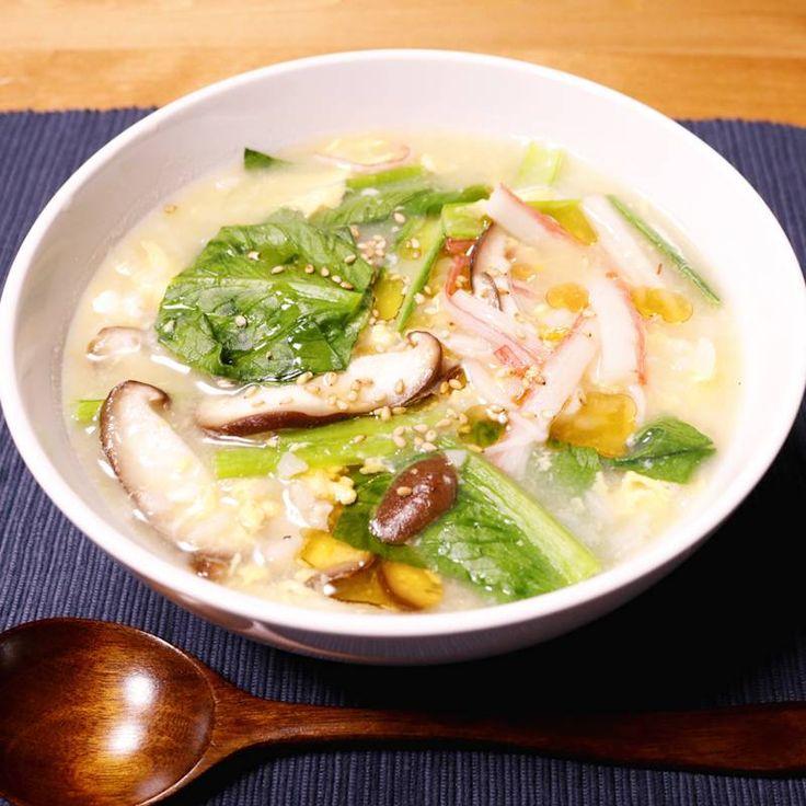 「電子レンジですぐできる!中華風雑炊」の作り方を簡単で分かりやすい料理動画で紹介しています。冷ご飯があれば電子レンジで簡単に作れる中華風雑炊です。思い立ったらすぐに作れ、洗い物も少なくて便利なので、忙しい合い間や疲れているときなどにピッタリですよ。お好みの具を合わせてぜひ作ってみてくださいね。