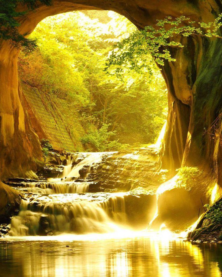 あまりにも神秘的なジブリの世界。都内から1時間の秘境「濃溝の滝」に息をのむ‥ | by.S