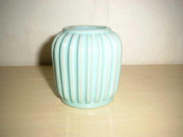 ESLAU vase. År/year 1940-50s. #Eslau #vase #keramik #ceramics #pottery #danishdesign #nordicdesign #klitgaarden. SOLGT/SOLD from www.klitgaarden.net.