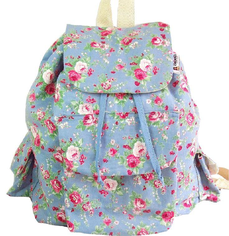 Mochila em tecido de algodão floral toda acolchoada, <br>Fecho magnético dos bolsos frontal e laterais. <br>Ideal para viagens, aguenta peso de livros, cadernos e notebook.