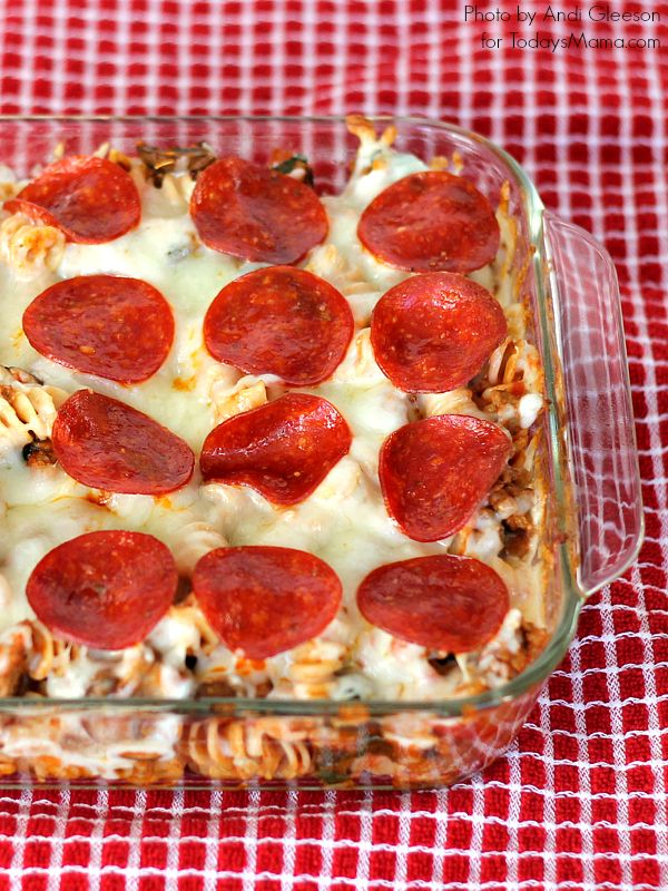 Pizza Pasta Bake: 2 Family Favorites In 1 Easy Dinner! www.TodaysMama.com #dinner #kidfriendly