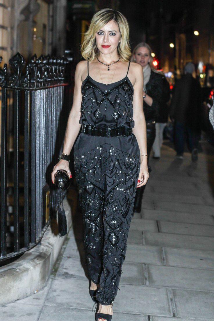Ontem foi dia de desfiles e de conhecer novos lugares em Londres (irei dividí-los com vocês aqui, ok?). Para os desfiles, essa foi a minha escolha: Cashmere e calça – Spezzato / Gola de tricô – Osklen / Scarpin – Luiza Barcelos / Bolsa e pulseira de algema – Louis Vuitton / Brinco – attualitá …