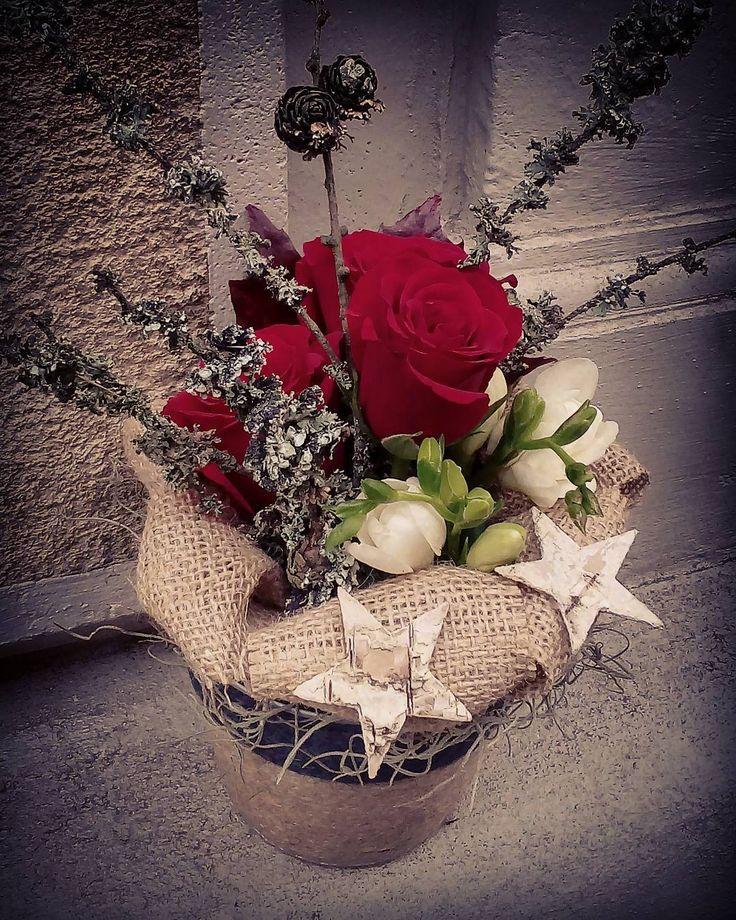 "23 aprecieri, 3 comentarii - Floraria Dorothy's (@florariadorothys) pe Instagram: ""Mini.. #birthdaygift #red #roses #cluj #clujlife #clujnapoca #floricluj #florariecluj #lifeincluj…"""