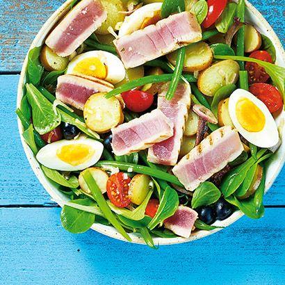 ALDI Nederland - Recept - Salade niçoise met gegrilde tonijnsteaks, aardappelen, ei, ansjovis en Parmezaanse kaas