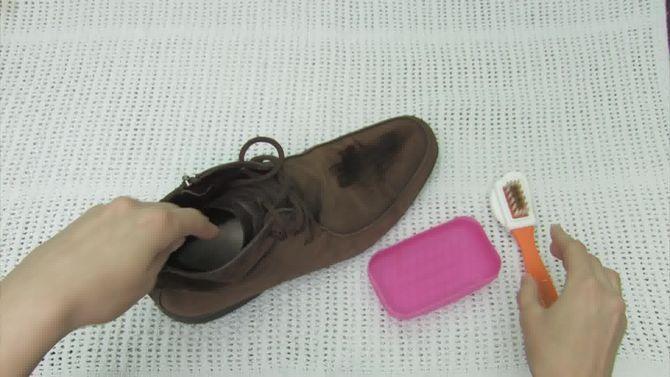 Aprende a limpiar zapatos de gamuza vía es.wikihow.com