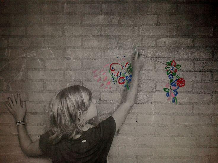 Eenvoudig te doen met een mooi resultaat! Maak de wereld mooier. Een foto maken, printen op A3 papier en de kinderen doen de rest. Groep 7. Wall Paint Picture