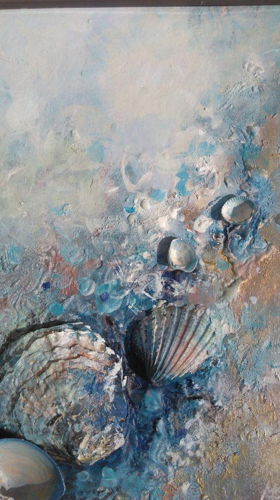 Abstrait, acrylique et techniques mixtes peinture, Il a beaucoup de couches et des textures riches, Fait de véritables coquillages, pierres, de peinture et de joie de la mer :) Encadrée,  L'histoire commence avec des coquillages georgeus unique que j'ai trouvé à la plage. Quand je les ai fait maison avec moi, j'ai réalisé qu'ils peuvent apporter la toile à la vie - pour moi à couper le souffle :)  ** Histoire de la mer **  TAILLE de la peinture: 23 x 32 x 4 cm, 9 x 12,5 x 1,5 en…