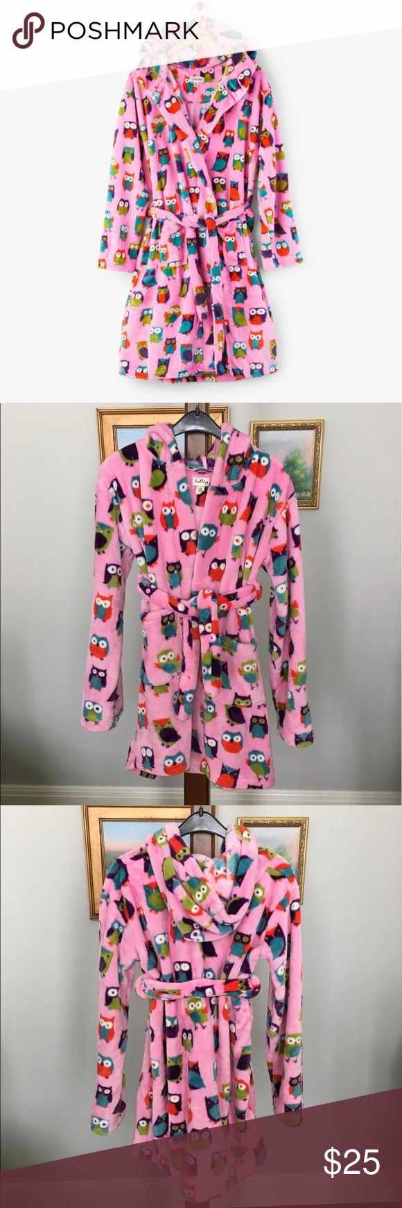 """Hatley Party Owls Fleece Robe size XL This robe is adorable and I can't even begin to describe how soft it is💕 Hatley Party Owls fleece robe size XL (8-10) in excellent condition ❤️ Has two pockets on the front and a hood. Chest measures approx. 36"""", length 29"""". Hatley Pajamas Robes"""