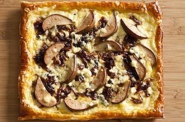 Torta Folhada de Pera, Quejo Minas Padrão e cebola roxa caramelizada