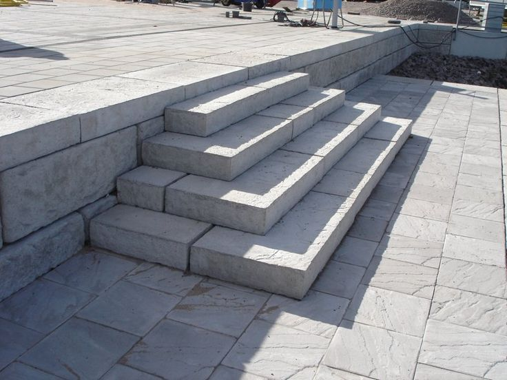 Steps and caps for large retaining wall block.
