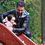 Spettacoli: #Raoul #Bova con la figlia Luna al parco con loro la mamma di Rocio (Foto) (link: http://ift.tt/2kKgyvd )