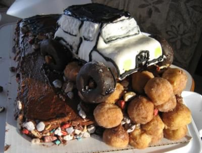 white off road jeep cake