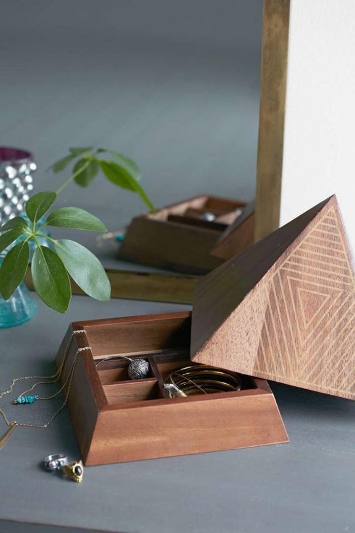 boite à bijoux en bois, boite bijoux pyramide