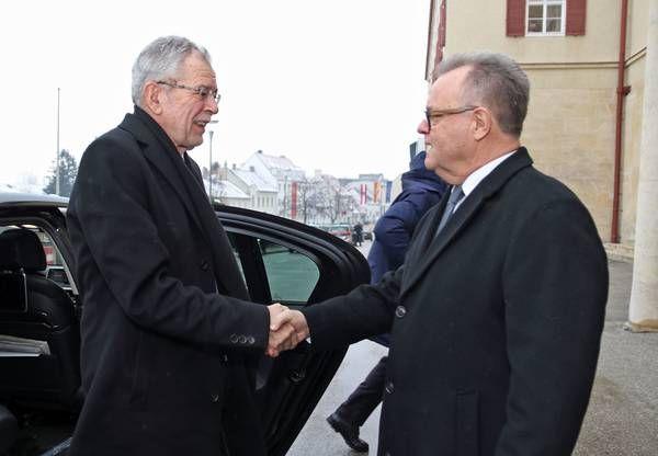 Burgenland Landeshauptmann Hans Niessl Empfangt Bundesprasident