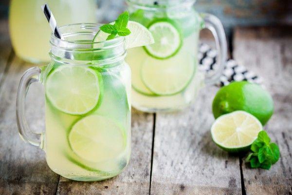 Лимонад с лаймом и мятой, ссылка на рецепт - https://recase.org/limonad-s-lajmom-i-myatoj-2/  #Вегетарианскиерецепты #Диетическиерецепты #Напитки #Рецептыдлядетей #блюдо #кухня #пища #рецепты #кулинария #еда #блюда #food #cook